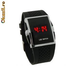 Светодиодные женские наручные часы в японском стиле с индикатором времени красного цвета (серебристые