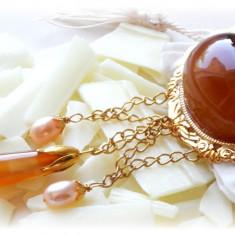 Brosa placata cu aur cu Agate si Perle - Brosa placate cu aur