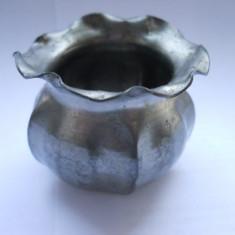Obiect vechi-Mini-vas (metal gri) pentru micul dejun-3.5 cm inaltime