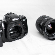 Trusa foto minolta dynax 400 SI + obiectiv 28-80/4-5, 6 + accesorii - Aparat Foto cu Film Konica Minolta, SLR, Mediu