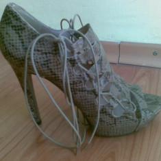 Sandale dama Zara, Marime: 39, Bej - Sandale ZARA marimea 39, arata foarte bine!