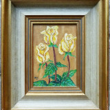 Trei trandafiri galbeni, pictura semnata monogramic - Pictor roman