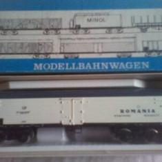 Locomotica, vagoane, sine (electrice) - Trenulet de jucarie