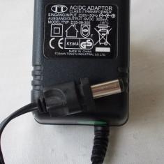 INCARCATOR TELEFON 9 V-300 mA - Car kit
