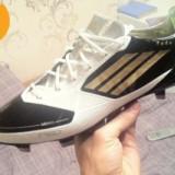 Ghete fotbal Adidas, Marime: 42, Gri, Barbati - Vand ghete de fotbal Adidas F50 ideale pentru gazon natural sau sintetic!!