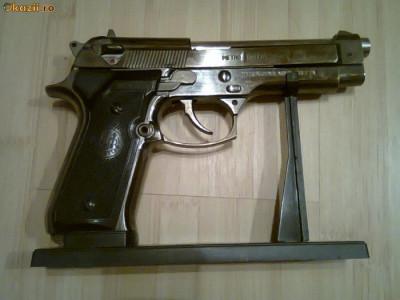 Bricheta Pistol Bereta Beretta 9 mm foto