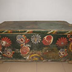Mobilier - LADA DE ZESTRE, VECHE, PICTATA