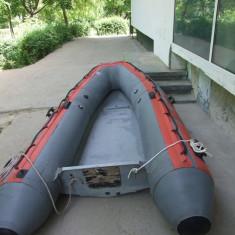 Barca cu motor - Vand barca tip zodiac cu chila