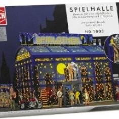 555.Diorama Discoteca + 2 figurine + 1 masina - Busch scara 1:87, 8-10 ani
