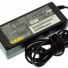 Alimentator Incarcator Laptop Fujitsu Siemens Fujitsu Lifebook S4572, CP268386-01, 16V 3.75A, Incarcator standard