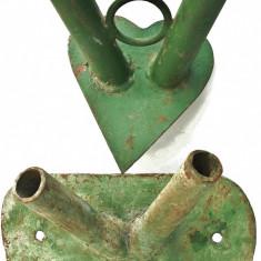 Metal/Fonta, Altul - LOT 2 SUPORTURI DUBLE DE PERETE PT. STEAGURI, VECHI, FIER MASIV - 2, 8 ȘI 3, 3 KG!