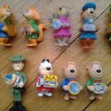 Colectie set lot 9 figurine Surprize Kinder Yogi Bear serie anii 1990 Yogi Boo Boo Cindy Ranger Smith Fibber Fox Chopper Dog cu accesorii complete - Surpriza Kinder