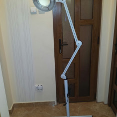 Ustensile - Lampa cu lupa cosmetica cu picior Profesionala FACTOR MARIRE 6 - LUMINA RECE