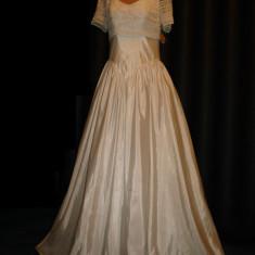 Rochie de mireasa printesa - Rochie de mireasa Isabel de Mestre - Bella Paris