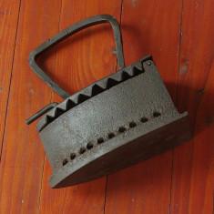 Vechi Fier de calcat cu jar / model deosebit - piesa veche de colectie !!! - Metal/Fonta