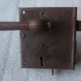 veche broasca , inchizatoare poarta cu un manier si zavor