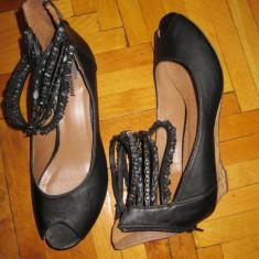 Pantofi decupati la varf masura 38 / talpa de pluta, margele pe glezna NOI - Pantof dama Paul Green, Culoare: Negru