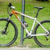 Mountain Bike, 18 inch, 29 inch, Numar viteze: 30, Aluminiu, Alb-Portocaliu - Vand bicicleta MTB Focus Redskin 3.0 29er