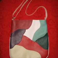 Geanta Dama, Geanta stil postas, Asemanator piele - Geanta Baixa medie piele colorata eco, curea lunga reglabila