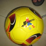 Minge fotbal, Gazon - Minge de fotbal