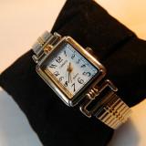 Ceas de dama CARRIAGE (by Timex) ,doua nuante  , bratara expandabila