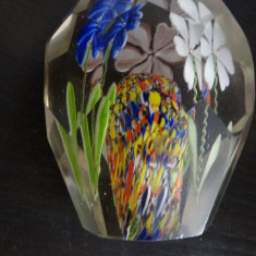 Presse papier-Cristal/sticla-Flori colorate-Aprox 10 cm inaltime-aprox 6 latime - Arta din Sticla
