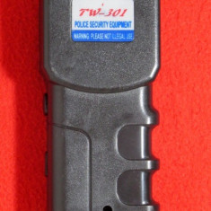Electrosoc cu lanterna si husa, TW301