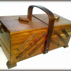 Cos vintage trusa cu casete din lemn pentru accesorii de croitorie