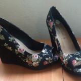 Vand platforme inflorate Wide Fit New Look marimea 38 - Sandale dama, Culoare: Din imagine, Textil