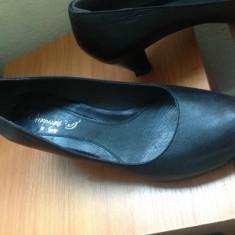 Pantofi dama, Piele naturala - Vand pantofi negri de piele naturala marimea 38