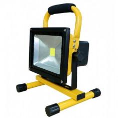 Iluminat exterior - Proiector Led Cree 20w Mobil Echivalent a 200 watts Consum redus de energie 1600 Lumeni Foarte Puternic Util oriunde Acasa / Camping / Pescuit