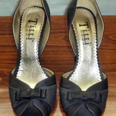 Pantof dama Made in Italia elegant catifea Titti Moda Italia marimea 38, Culoare: Negru, Textil