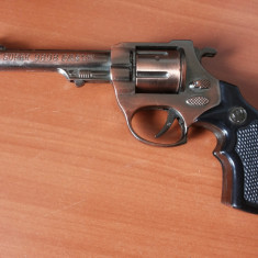 Macheta metalica, pistol