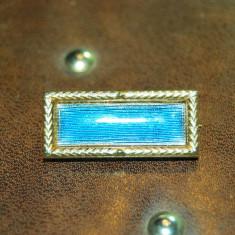 Brose antica placata aur cu email albastru marcata! de firma - Brosa placate cu aur