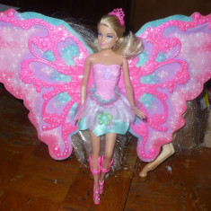 Papusa Barbie cu aripi de fluture - OKAZIE, Plastic, Fata