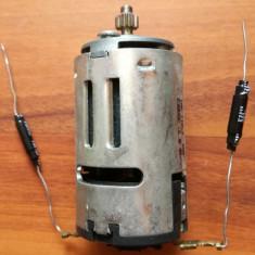 Motor electric 220VDC made in Italy ( ~ 9cm lungime si 4 cm diametru )