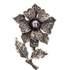 Martisor Brosa in forma de Floare cu Margeluta - Martisor traditionale