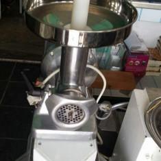 Masina tocat Everest, cap 20 kg - Masina de Tocat Carne