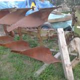 Plug reversibil cu trei cormane
