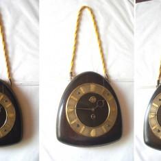Ceas vechi Victoria de perete, made in Romania, model de colectie - Ceas de semineu