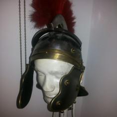 Coif vechi,roman,cu cap si suport metalic,pentru expunere