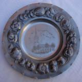 Metal/Fonta, Ornamentale - Impresionanta farfurie decorativa din staniu gravata si inscriptionata Linkoping