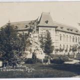 106 - Gorj, TG-JIU, High School, Statue - old postcard, real PHOTO - used - 1930 - Carte Postala Oltenia dupa 1918, Circulata, Fotografie