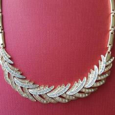 Colier Ingrid placat cu aur galben si alb 18K si aplicatii cristale - Colier placate cu aur