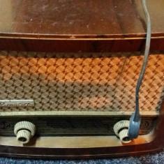 Romanța-radio vechi cu lămpi - Aparat radio