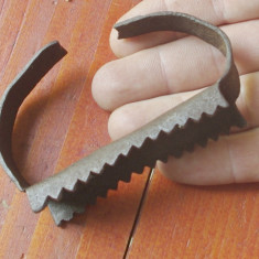 Piesa veche din metal de curatat porumbul realizata manual - mestesug taranesc ! - Metal/Fonta