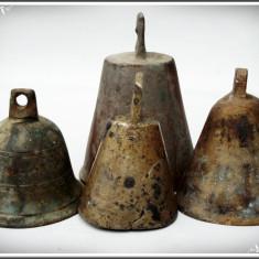 Metal/Fonta, Clopote - LOT 4 CLOPOTE VECHI TURNATE DIN BRONZ CU CIOCĂNELE ORIGINALE DIN FIER - 1 KG!