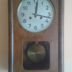 Ceas vechi mecanic cu pendula