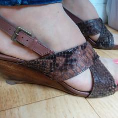 Sandale din piele cu platforma marimea 38, sunt noi! - Sandale dama Clarks, Marime: 39, Culoare: Maro, Piele naturala