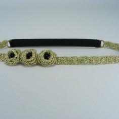 Bentita elastica aurie cu flori si perle negre de dama crosetata manual Buticcochet - Coronita